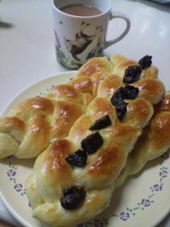 プルーンの三つ編みパン